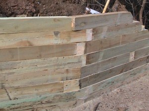 Overlapping joints wood retaining wall